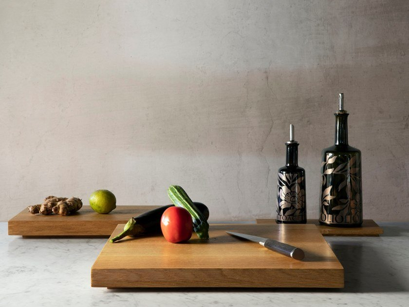 Square wooden chopping board CHÊNE | Square chopping board by Objets Architecturaux