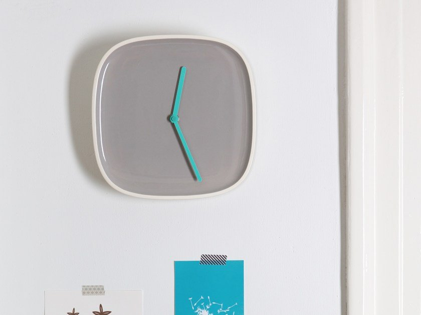 Wall-mounted ceramic clock PLATE by TEO