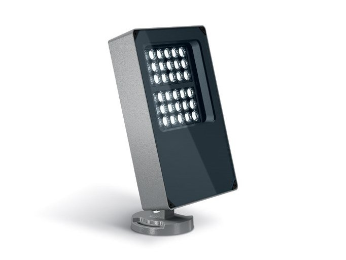 LED adjustable RGB Outdoor floodlight PLATEA PRO | Outdoor floodlight by iGuzzini