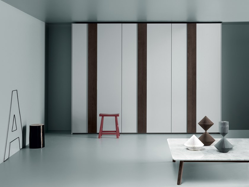 Built-in lacquered wardrobe PLUS by Md House