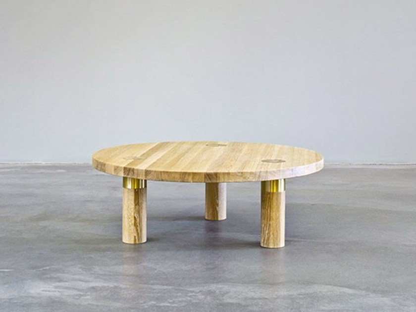 Round wooden coffee table POLE TABLE | Coffee table by Morgen
