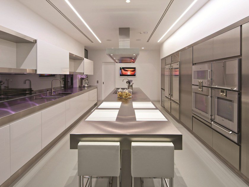 Lacquered stainless steel kitchen NPU PROG.043 by Strato Cucine