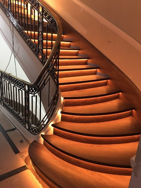 L-shaped solid wood Open staircase PARK STREET by Siller Treppen