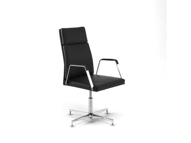 Swivel executive chair with 4-spoke base with armrests .QU 2 by Spiegels
