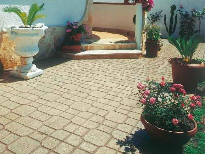 Pavimento per esterni carrabile in graniglia quadrotto donzella