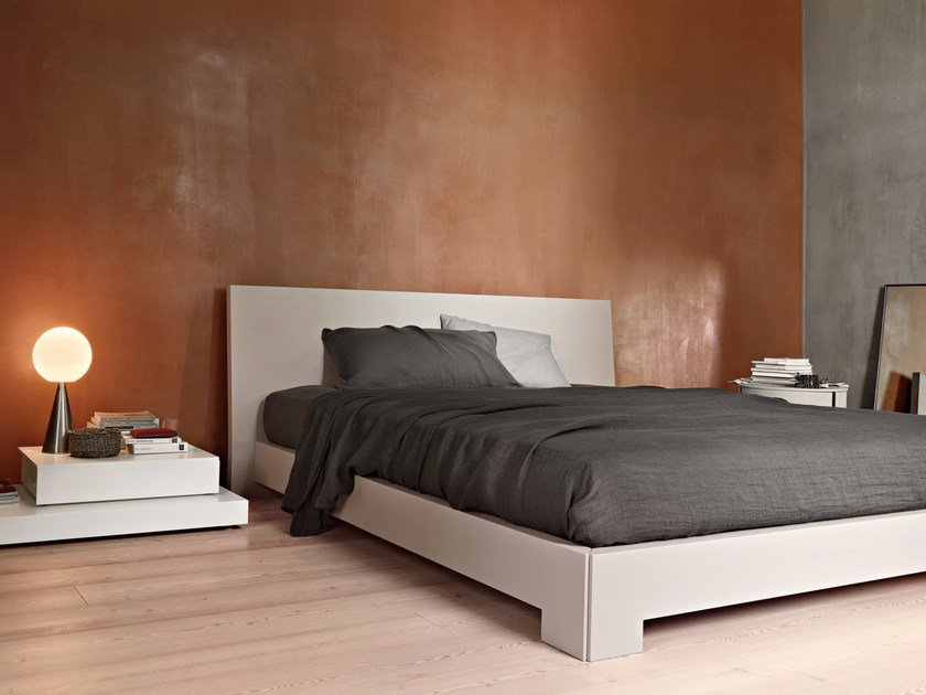 Lacquered oak double bed QUARANTA by Lema