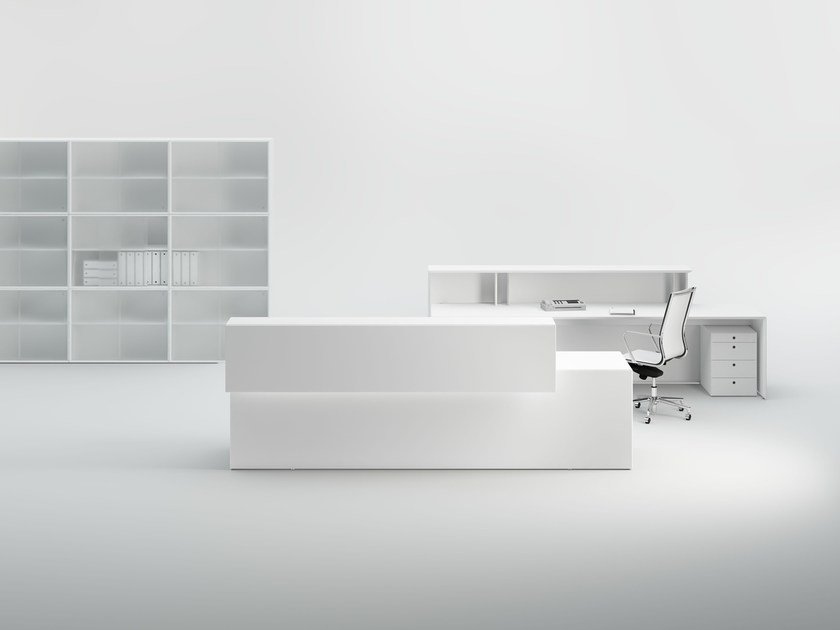 Office reception desk with Built-In Lights QUARANTA5 | Office reception desk by FANTONI