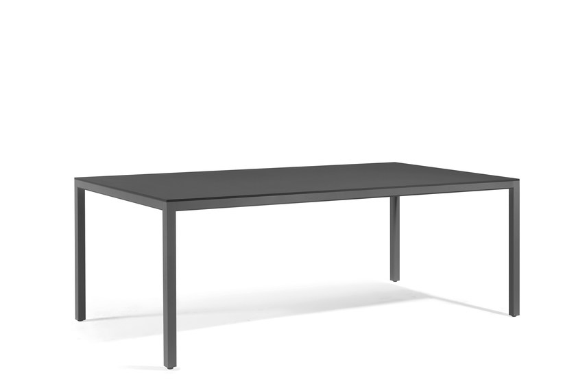 Rectangular garden table QUARTO | Rectangular dining table by MANUTTI