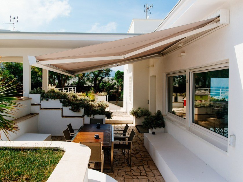 Tenda da sole cassonata motorizzata a bracci QUBICA PLUMB by KE Outdoor Design