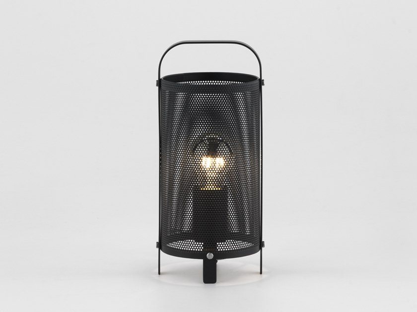 Metal table lamp RACE | Table lamp by Aromas del Campo