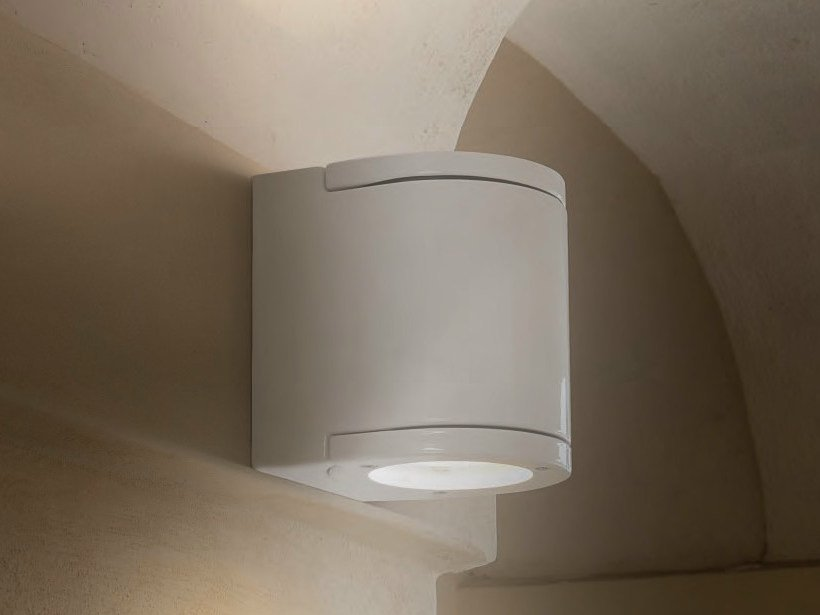 Direct-indirect light wall light RAGGIO by Aldo Bernardi