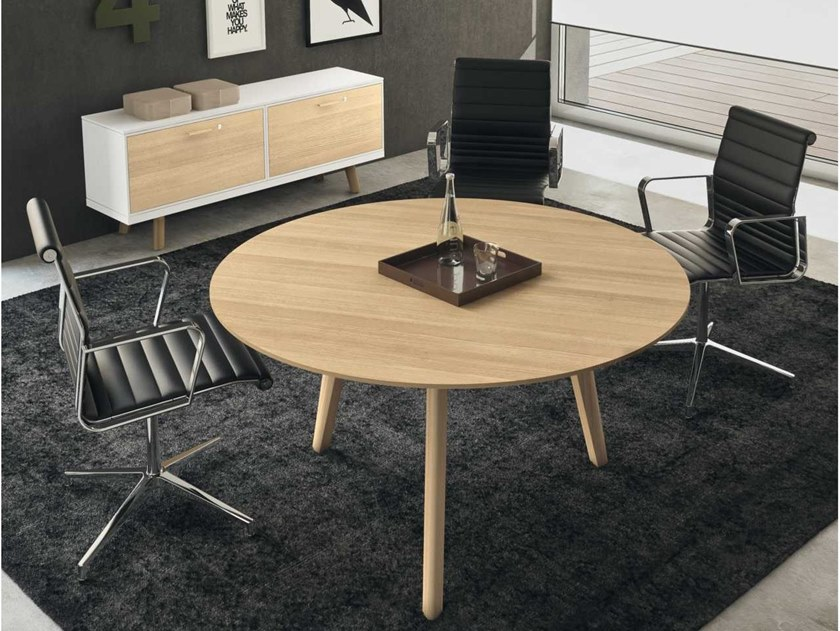 Round oak meeting table RAIL | Round meeting table by Bralco