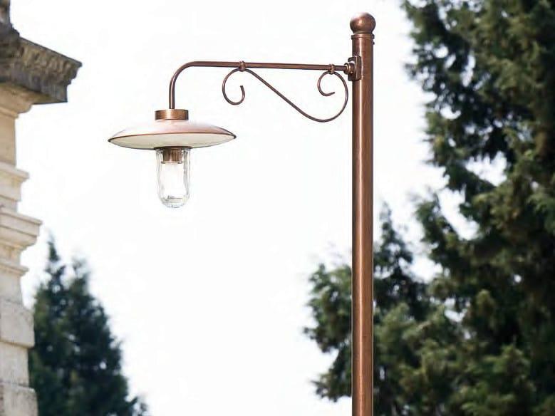 Lampione da giardino in metallo re lear lampione da for Lampioni da giardino obi