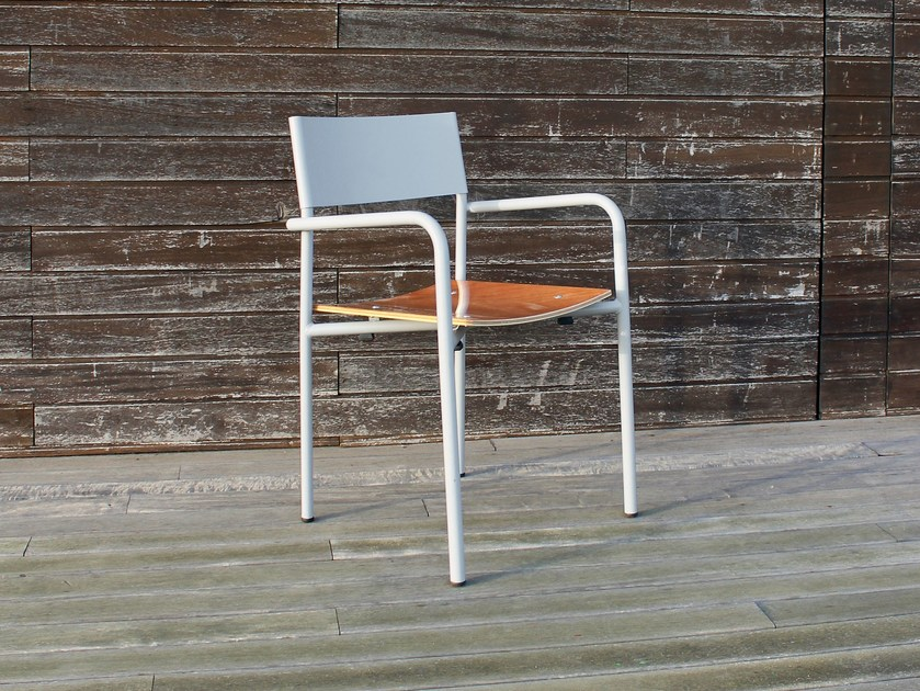 Stackable metal garden chair with armrests REALIZADOR by Adico