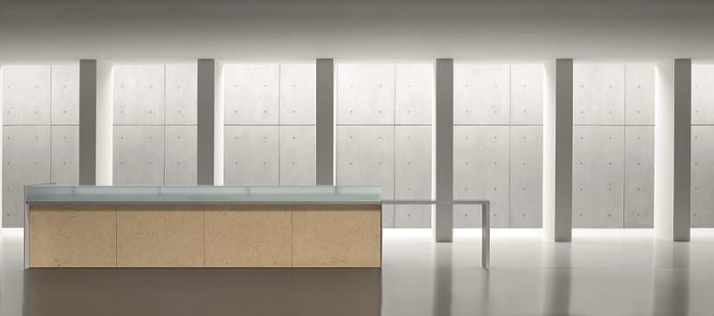 RECEPTION | Banco reception per ufficio RECEPTION Banco reception per ufficio - Bancone con alzatina in vetro, frontale in nobilitato o legno