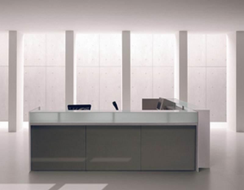 RECEPTION | Banco reception per ufficio RECEPTION Banco reception da ufficio - Bancone con alzatina in vetro, frontale in nobilitato o legno