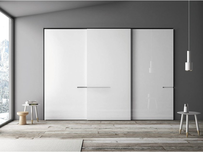 Lacquered wardrobe with sliding doors RIFLESSO by PIANCA