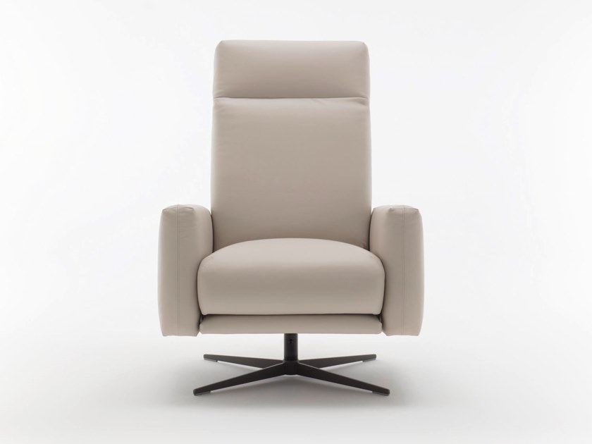 Leather armchair with footstool ROLF BENZ 573 | Leather armchair by Rolf Benz