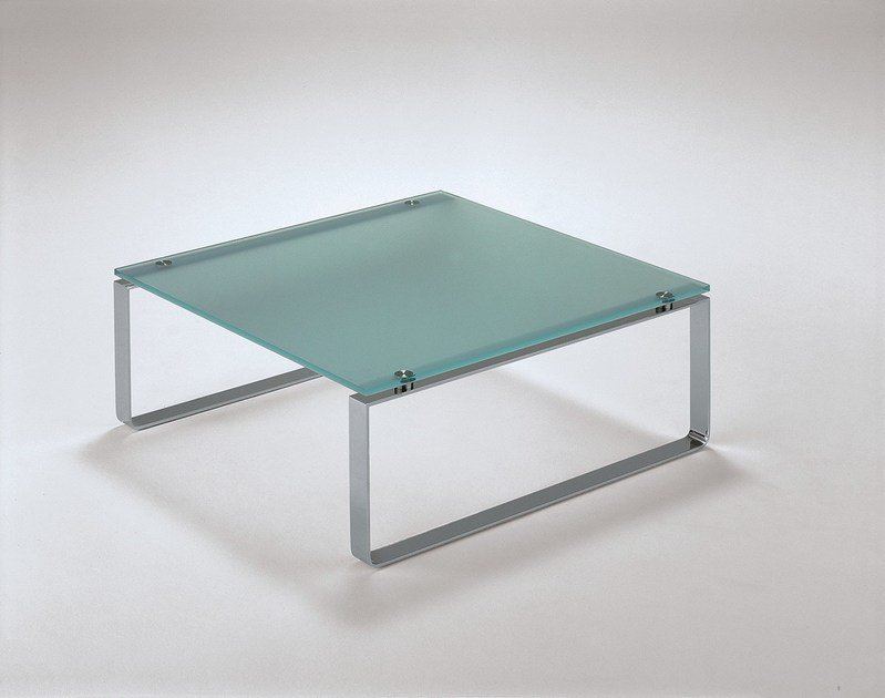 Quadratischer Couchtisch Aus Stahl Und Glas Mit Kufengestell Rolf