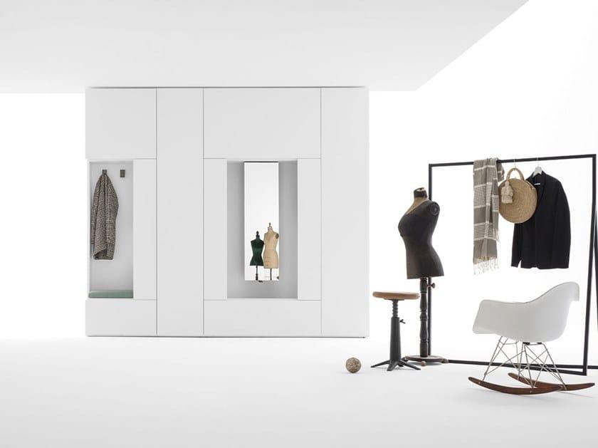 Armadio con specchio girevole e terminale appendiabiti ROOMY | Armadio con specchio by Caccaro
