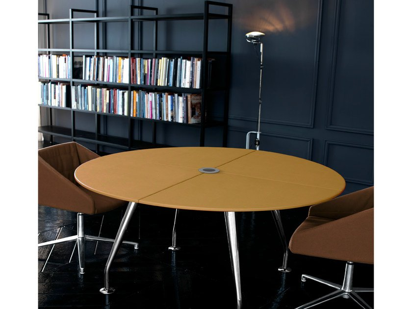 Extending round leather meeting table ROUND | Round meeting table by Quinti Sedute