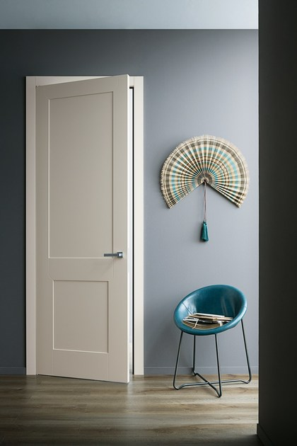 Hinged lacquered honeycomb door with concealed hinges SAN SIRO by Lualdi