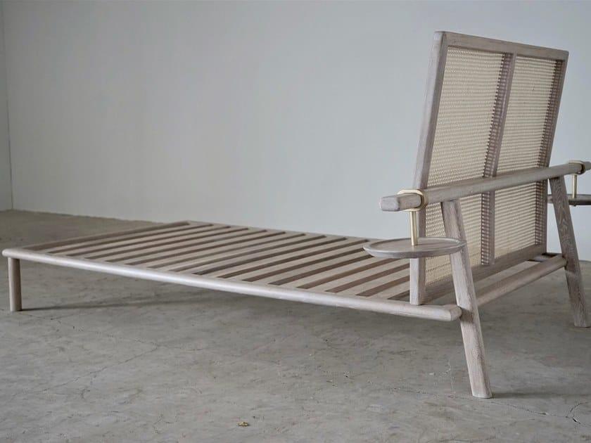 Oak bed SCALE by KYOHEI & MIRANDA