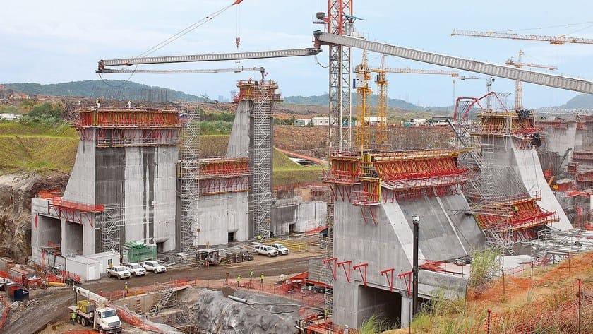 SCS Sistema di ripresa PERI SCS - Ampliamento del canale di Panama: l'impiego di unità di ripresa di grandi dimensioni riduce i costi di produzione delle massicce chiuse