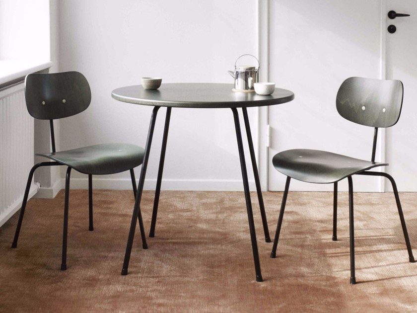 Round wooden table SE 330 | Table by WILDE+SPIETH