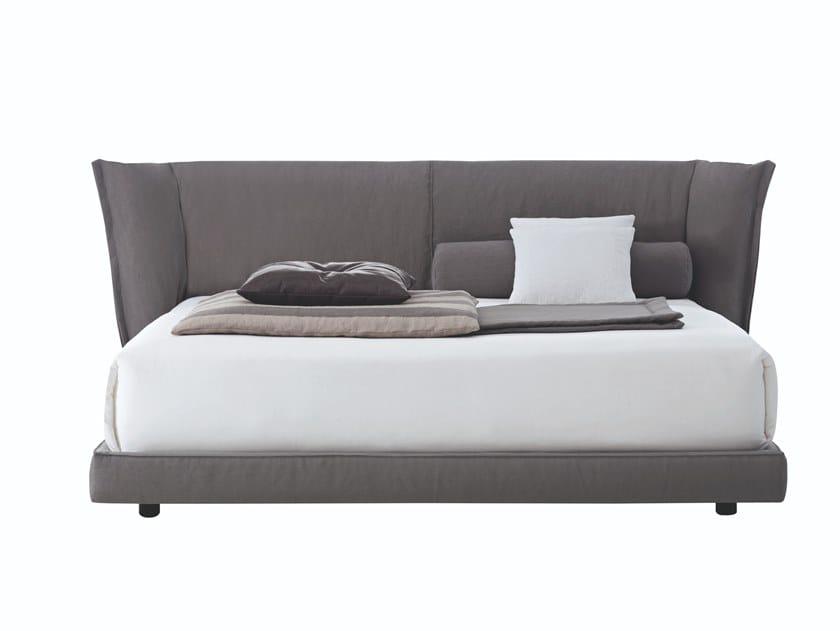 Letto matrimoniale sfoderabile con testiera alta sedona by busnelli design castello lagravinese - Testiera letto design ...