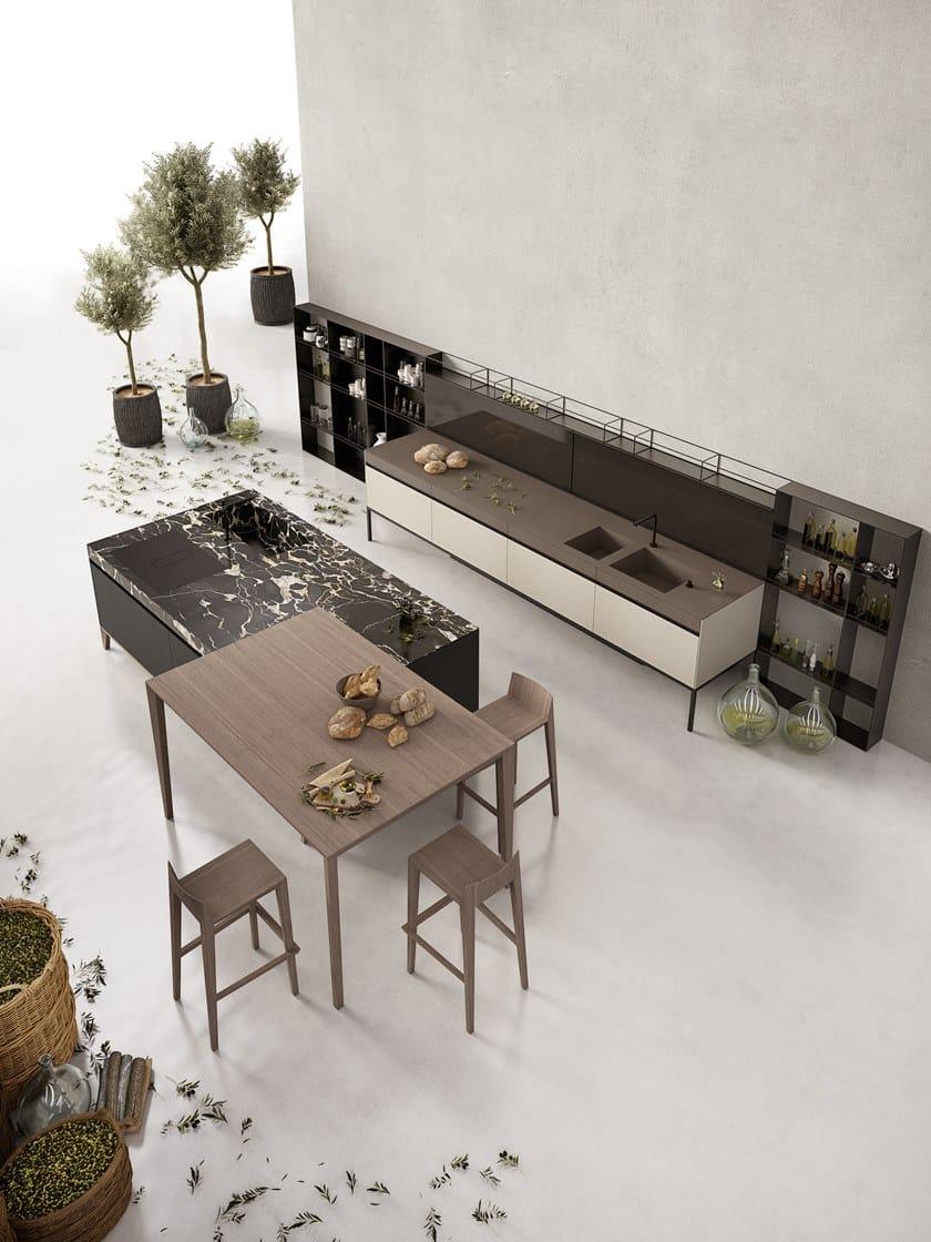 Küche aus Marmor mit Kücheninsel SEI By Euromobil Design Marc Sadler