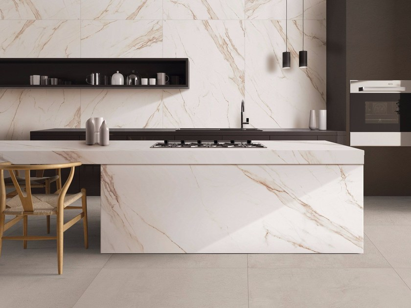 SENSI WIDE ABK SENSI WIDE 04 Calacatta Gold Lux abbinato a CROSSROAD Chalk Sand