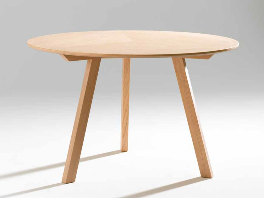 Oval wood veneer table SEVEN | Oval table by Gamadecor