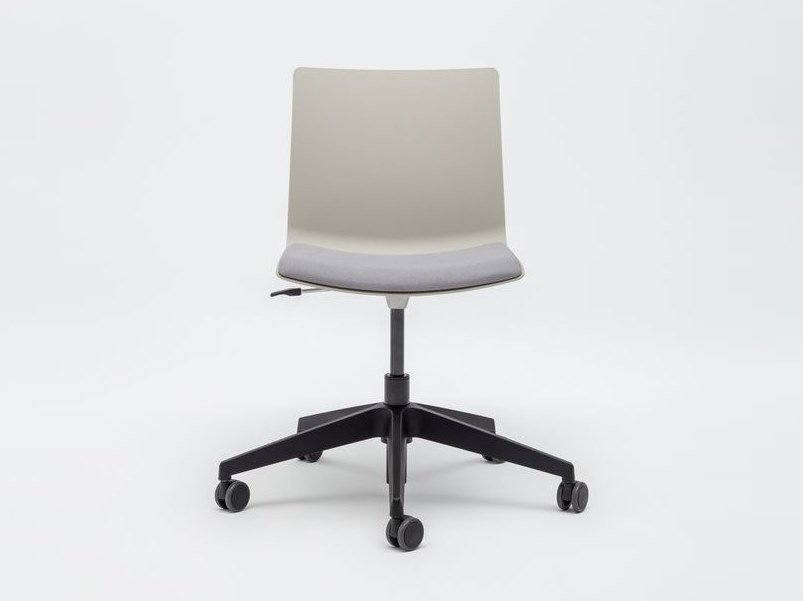 Height-adjustable plastic chair with 5-spoke base with integrated cushion SHILA | Chair with 5-spoke base by MDD
