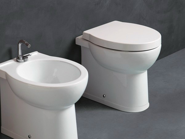 Compact ceramic toilet SHORT | Compact toilet by Alice Ceramica
