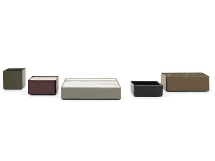 Low square leather coffee table for living room SIDE | Coffee table by Minotti