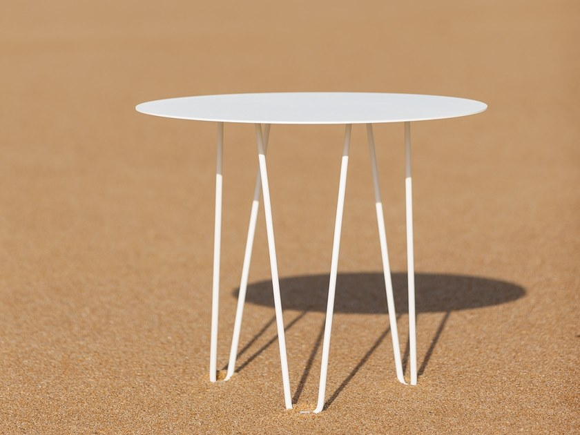 Round galvanized steel table SITGES by iSimar