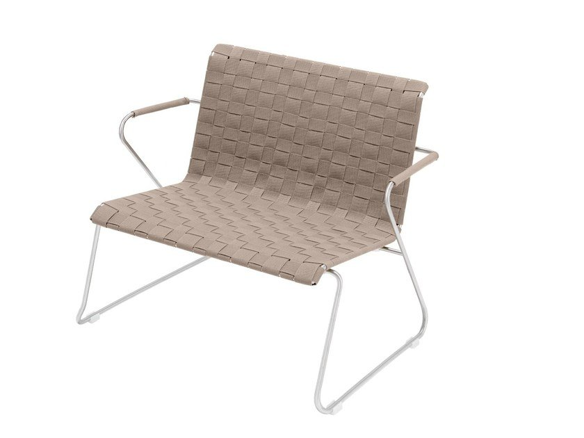 Sled base easy chair with armrests SLIM BELT | Easy chair by VITEO