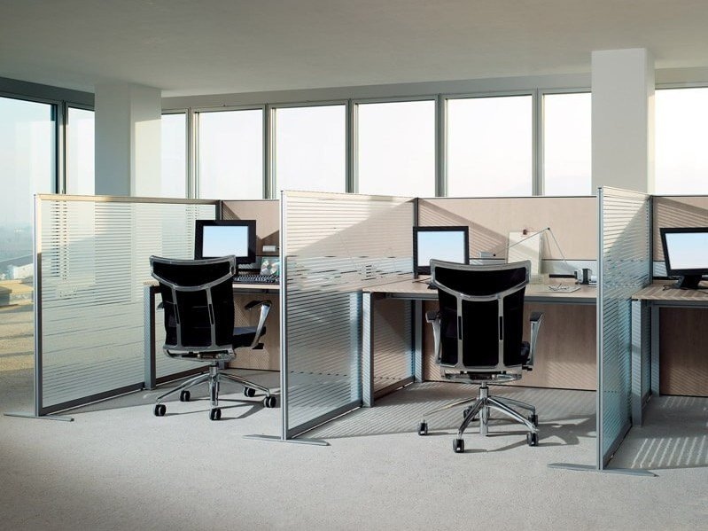 Sound absorbing wood and glass workstation screen SLIM by ESTEL GROUP