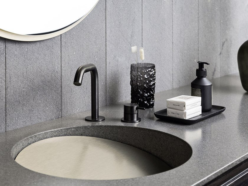 Lavabo rotondo singolo in Corian® con piano SLOPE by Rexa Design