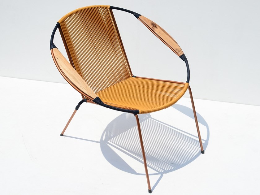 Stackable easy chair with armrests TUCURINCA SOLIDO by Tucurinca