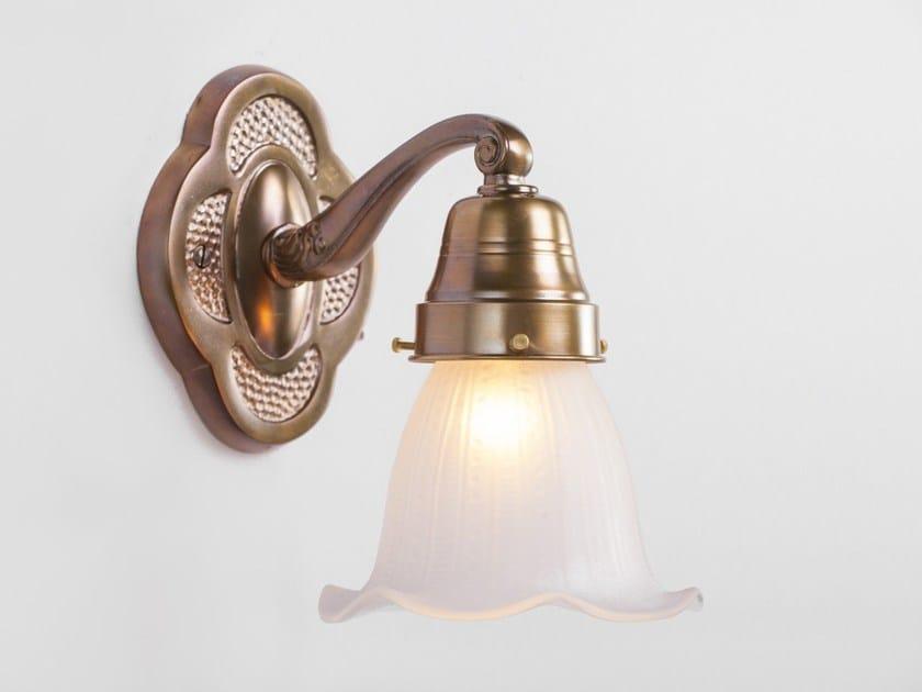 Lampada da parete a luce diretta fatta a mano in ottone SOLO B IV by Patinas Lighting