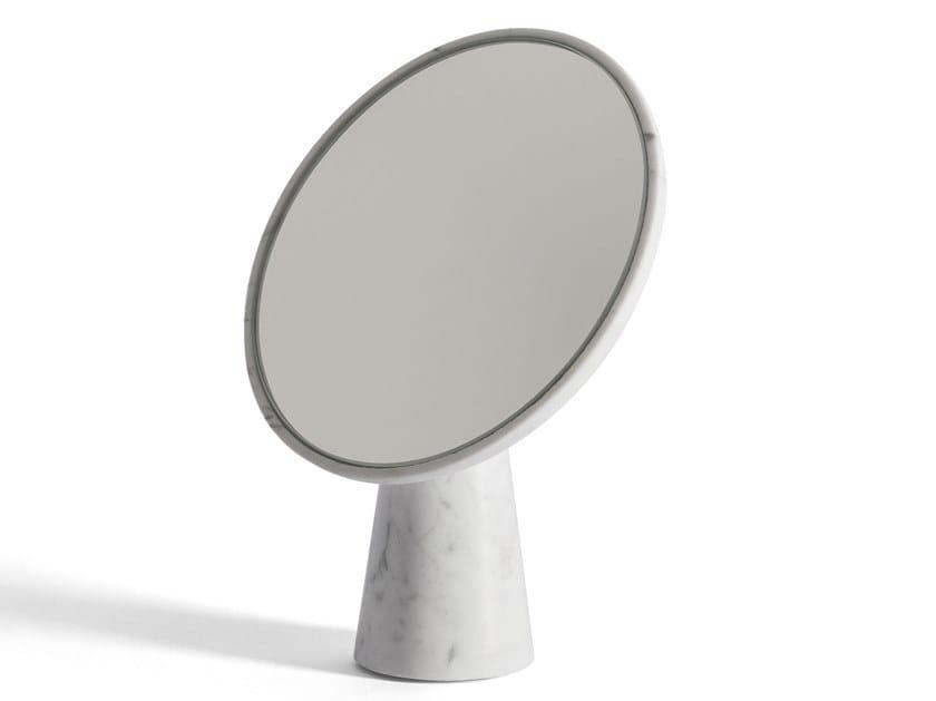 Espejo sobre encimera de mármol de Carrara SOPHIE by Salvatori