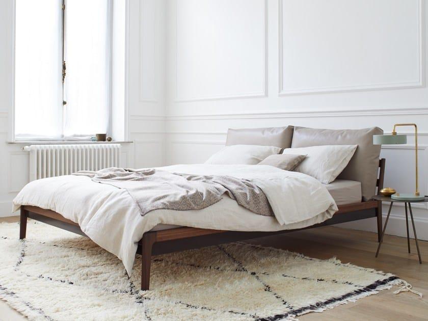 Doppelbett aus massivem Holz mit Polsterkopfteil SOVA By more Design ...