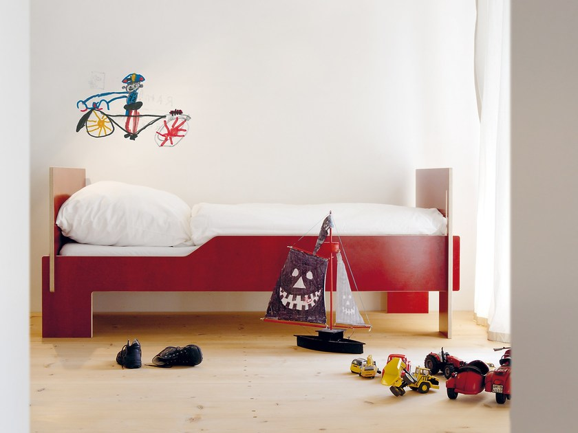 Plywood single bed SPROSS by Nils Holger Moormann