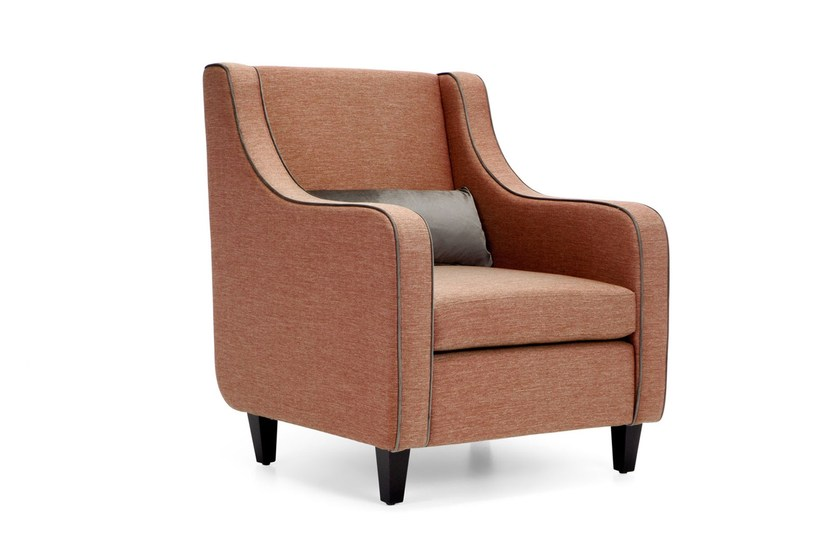 Upholstered guest chair ST104 | Armchair by Domingo Salotti
