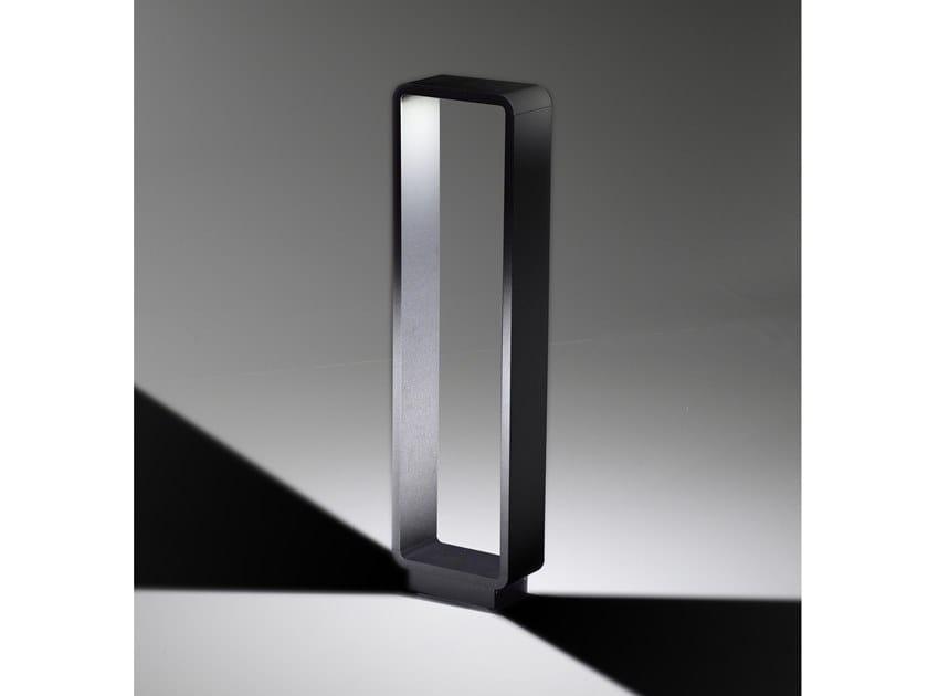 Lampada da terra per esterno a LED in alluminio STOLA | Lampada da terra per esterno by AiLati