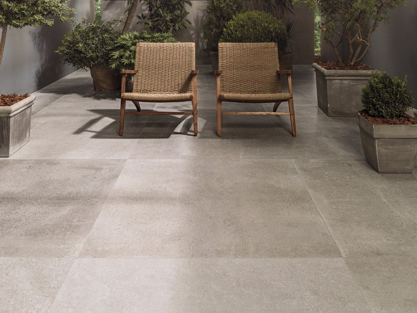 Indoor outdoor porcelain stoneware flooring with concrete for Indoor outdoor wood flooring