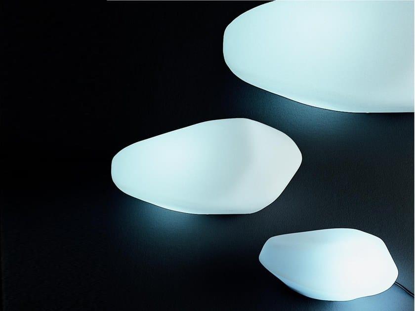 Lámpara de mesa para exteriores LED de polietileno con luz directa STONES - 207/208/215 by Oluce