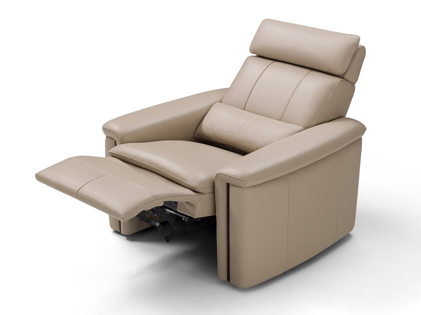Relaxing leather armchair with armrests SUITE | Relaxing armchair by Max Divani